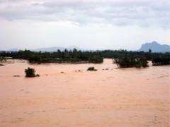 Thủ tướng chỉ đạo cứu trợ khẩn cấp dân vùng lũ