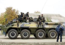 Binh lính Chechnya tuần tra đường phố sau vụ tấn công - Ảnh: AFP