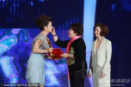 Đây là lần đầu tiên Triệu Vy giành được giải thưởng cao quý này trong suốt hơn mười năm hoạt động nghệ thuật của mình.