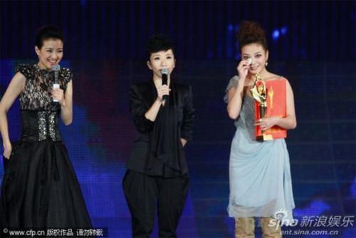 Trong niềm vui sướng nghẹn ngào, nàng Tiểu Yến Tử ngày nào cảm ơn sự quan tâm của khán giả dành cho mình suốt 11 năm qua.