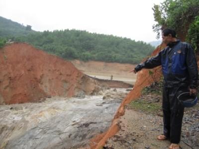 Vỡ đập Khe Mơ, hàng nghìn căn nhà chìm trong biển nước