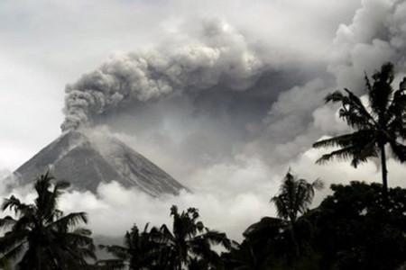 22 núi lửa Indonesia đồng loạt rung chuyển