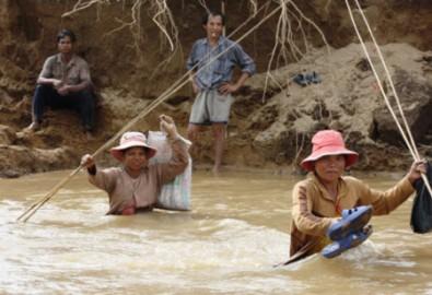 6.000 dân huyện núi Khánh Sơn bị cô lập sau lũ