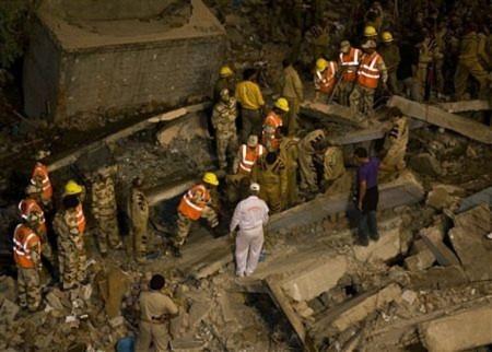 65 người chết vì sập nhà tại Ấn Độ