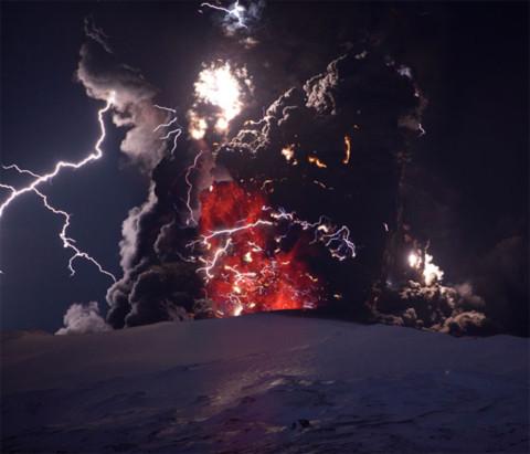 Cảnh tượng chưa từng thấy về núi lửa tại Iceland