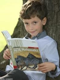 Cậu bé 7 tuổi cố vấn tài chính cho... nước Anh