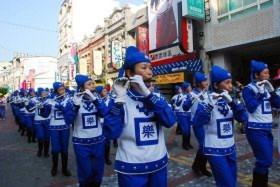 Cột sáng lạ xuất hiện khi Đoàn nhạc diễu hành Thiên Quốc biểu diễn