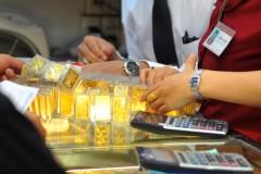Dân chứng khoán thêm rầu rĩ vì giá vàng