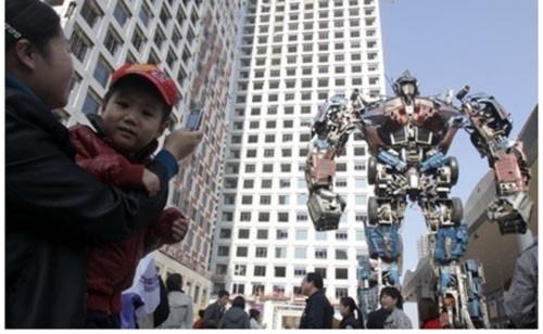 """""""Gã khổng lồ"""" cao 11,5m, Phi thường - kỳ quặc, chuyen la, ky luc, ky luc the gioi, ky luc guinness, robot, robot tai che"""