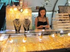 Giá vàng giảm 140.000 đồng/lượng