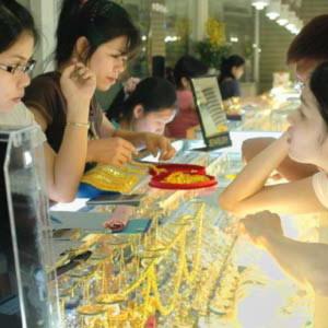 Giá vàng vọt lên trên 34 triệu đồng/lượng, đôla Mỹ lên 21.000 đồng Việt Nam
