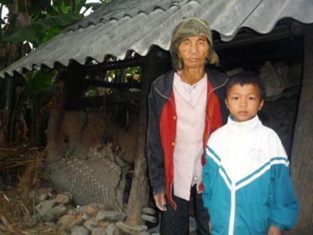 Gian nan con đường tìm chữ của cậu bé nghèo 8 tuổi