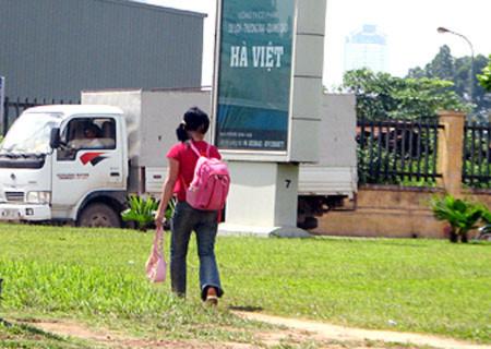 Hà Nội xén giải phân cách giữa đường, tránh ùn tắc