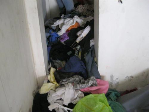 Hàng cứu trợ bị biến thành… giẻ rách!