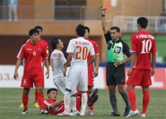 HLV Calisto chỉ trích trọng tài sau trận thua Triều Tiên