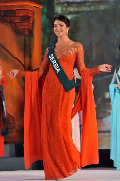 Hoa hậu Trái đất Serbia mặc áo dài đẹp nhất