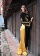 Hoa khôi sinh viên Hà Nội khoe sắc ở Văn Miếu