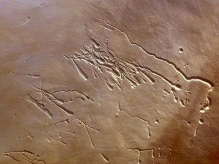 Học sinh lớp 7 phát hiện hang ngầm trên sao Hỏa