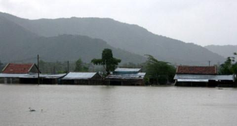 Lũ dồn dập ở Nam Trung bộ, 19 người chết