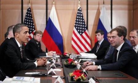 Tổng thống Mỹ và Tổng thống Nga hội đàm bên lề hội nghị thượng đỉnh APEC tại Nhật Bản hôm 14/11. Ảnh: AP.