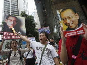 Ngăn cản lễ trao giải Nobel cho Lưu Hiểu Ba : Trung Quốc cả giận mất khôn