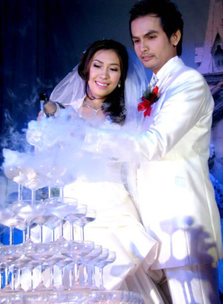 Những đám cưới cực 'đình đám' của siêu mẫu Việt - Tin180.com (Ảnh 1)