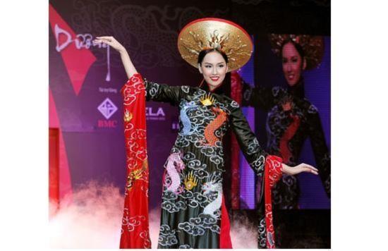Những kiều nữ làm rạng danh trang phục truyền thống Việt