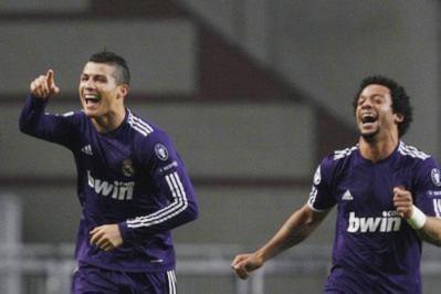 Real chiếm ngôi đầu bằng chiến thắng hoành tráng