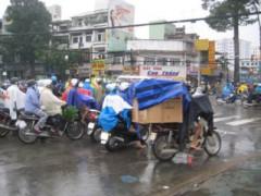 Sài Gòn mưa là lụt, đã nghèo lại nghèo thêm