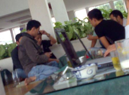 Sinh viên cố đô 'sát phạt' tại quán cà phê