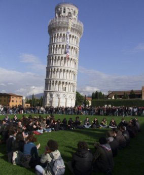 Tháp nghiêng Pisa bị chiếm giữ