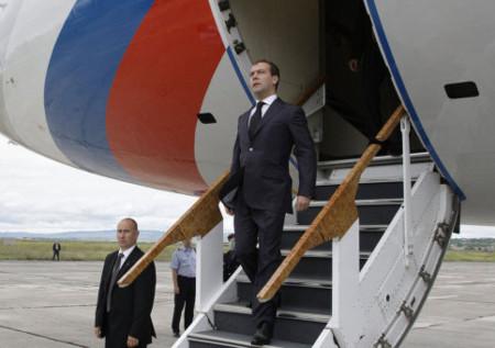 Tổng thống Nga thăm đảo tranh chấp với Nhật