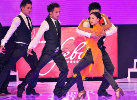 Đoan Trang với những vũ điệu đẹp mắt trong bài 'Khúc ca tương phùng'.