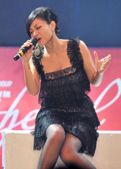 Thu Minh trình diễn hai ca khúc 'Giác quan thứ 6', 'Những ngày không anh'. Phần trình diễn khá tốt đã giúp Thu Minh đạt được giải album ấn tượng của tháng.
