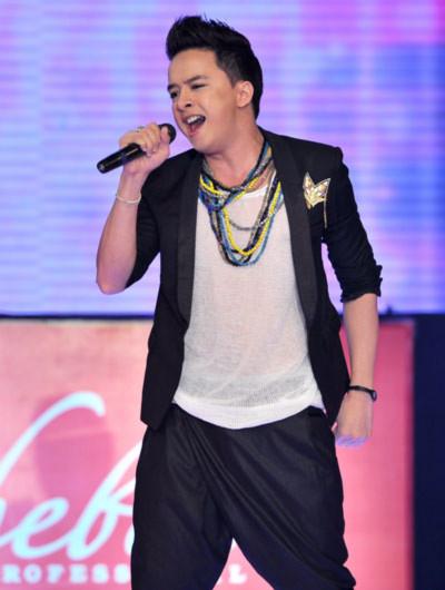 Cao Thái Sơn với ca khúc 'Cầu vồng sau mưa', và ' Yêu thương quay về'. Album Cẩu vòng sau mưa của Cao thái Sơn được khán giả bình chọn là album được yêu thích nhất của tháng.