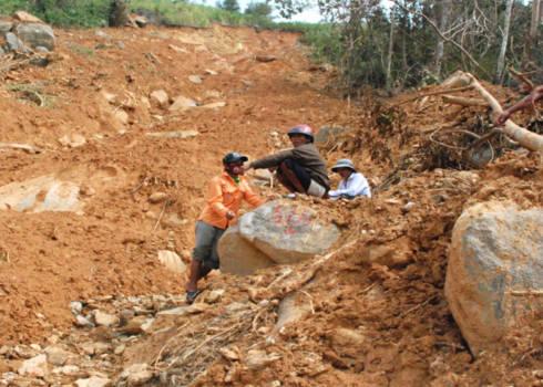 Sạt lở núi ở Quảng Ngãi. Ảnh: Trí Tín