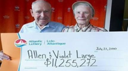 Trúng số 11 triệu USD, quyên hết cho từ thiện