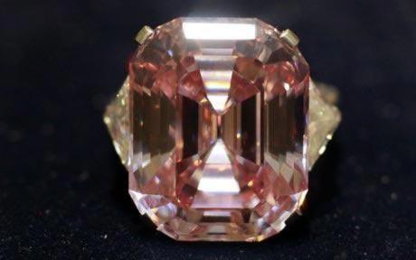 Viên kim cương hồng lập kỷ lục đấu giá