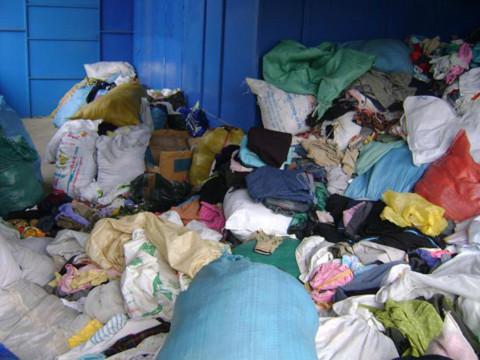 Vụ quần áo cứu trợ biến thành giẻ lau: Đổ lỗi cho nhau