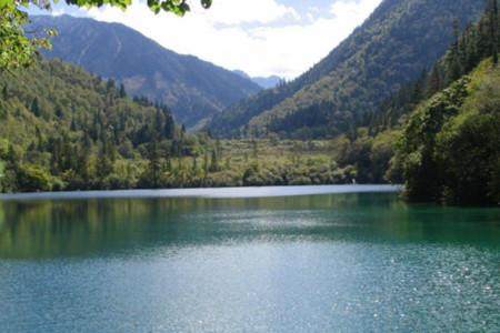 Vùng nước ma quái trên hồ lớn nhất Trung Quốc