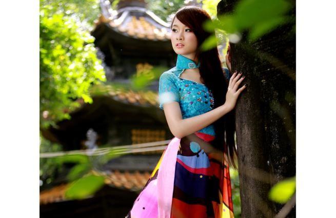 'Bà mẹ nhí' Phương Trinh lên chùa