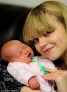 Bé gái mới chào đời đã có 2 răng cửa