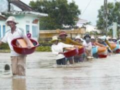 Bình Định, Phú Yên lại bị lũ chia cắt