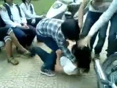 Bộ trưởng Giáo dục lý giải về nạn nữ sinh bị đánh hội đồng