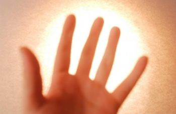 Các nhà khoa học phát hiện ra rằng cơ thể người phát ra ánh sáng
