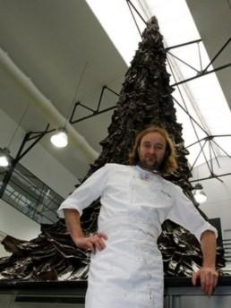 Cây thông Noel khổng lồ làm từ sô-cô-la