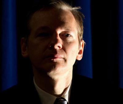"""Chân dung """"người hùng giấu mặt"""" của Wikileaks"""