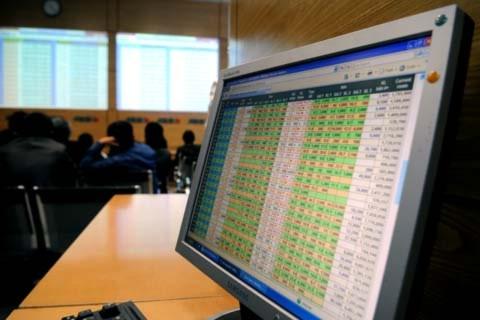 Các VIP mua cổ phiếu khi cho rằng, giá trên thị trường có khả năng sinh lời. Ảnh minh họa: Hoàng Hà