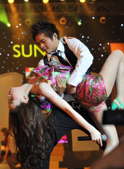 Hồ Ngọc Hà mang lại cho khán giả những vũ điệu âm nhạc sôi động. Ảnh: Lý Võ Phú Hưng