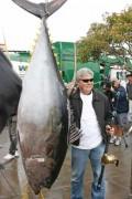 Kỷ lục thế giới: Cá ngừ vây vàng nặng 184 kg